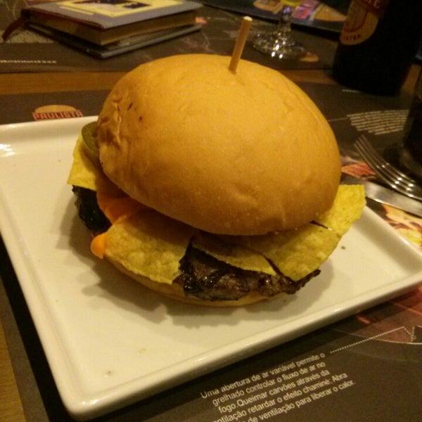 Photo prise au Paulista Burger par Fabio B. le9/17/2013