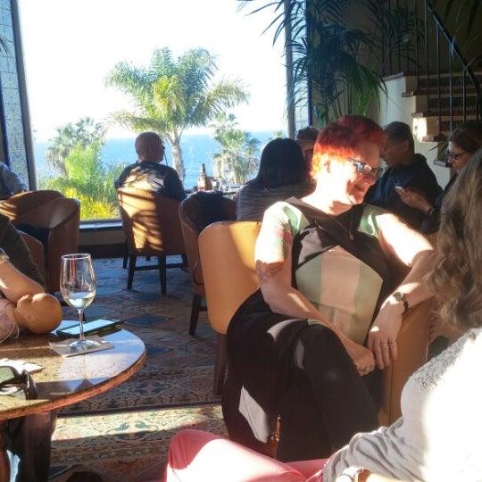Снимок сделан в La Valencia Hotel пользователем Joe U. 2/1/2015