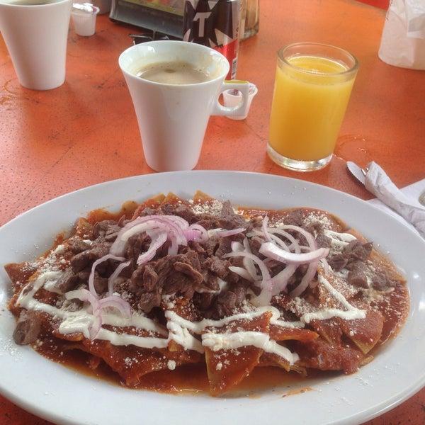 La comida es deliciosa,un lugar muy confortable y precios accesibles!!La atención de Martin es muy agradable, el desayuno mexicano chilaquiles con arrachera muy rico! La salsa habanera pica rico!!!!