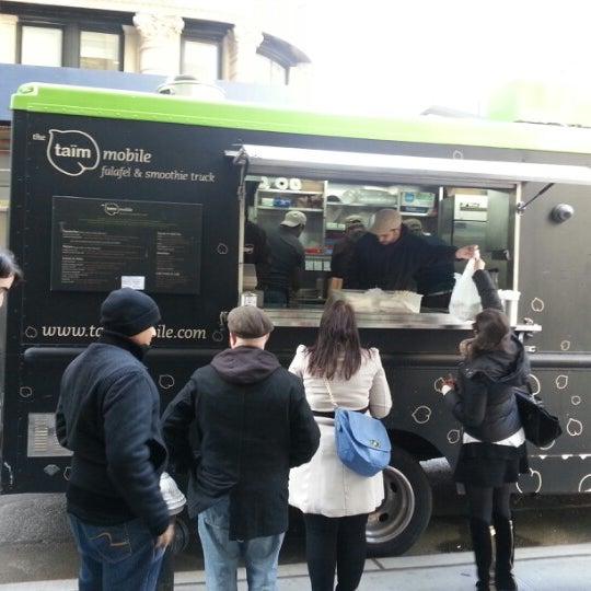 11/5/2012 tarihinde Sonny K.ziyaretçi tarafından Taïm Mobile Falafel & Smoothie Truck'de çekilen fotoğraf