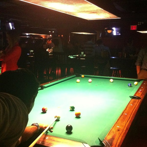 Foto tomada en Society Billiards + Bar por Justin M. el 7/19/2013