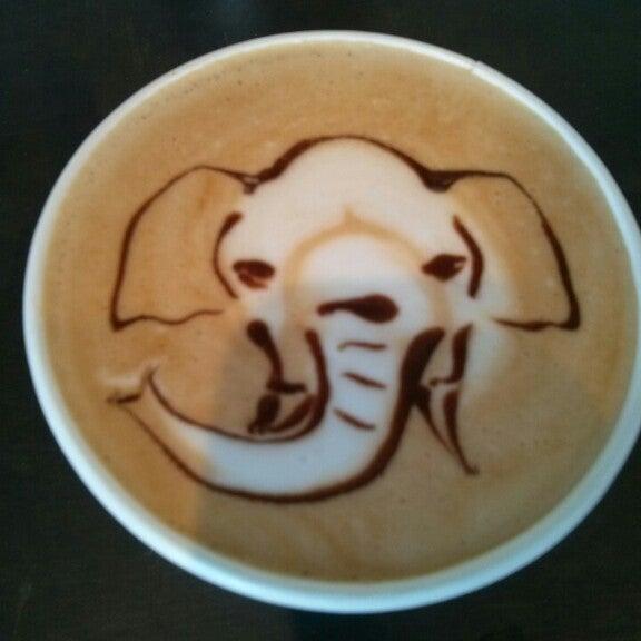 Das Foto wurde bei Elite Audio Coffee Bar von Simon F. am 10/18/2013 aufgenommen