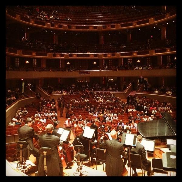 Foto tirada no(a) Morton H. Meyerson Symphony Center por Dragana B. em 10/4/2014