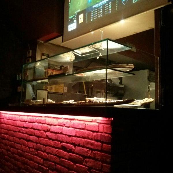 Foto scattata a The Pizza Pub da .oo. il 2/23/2014