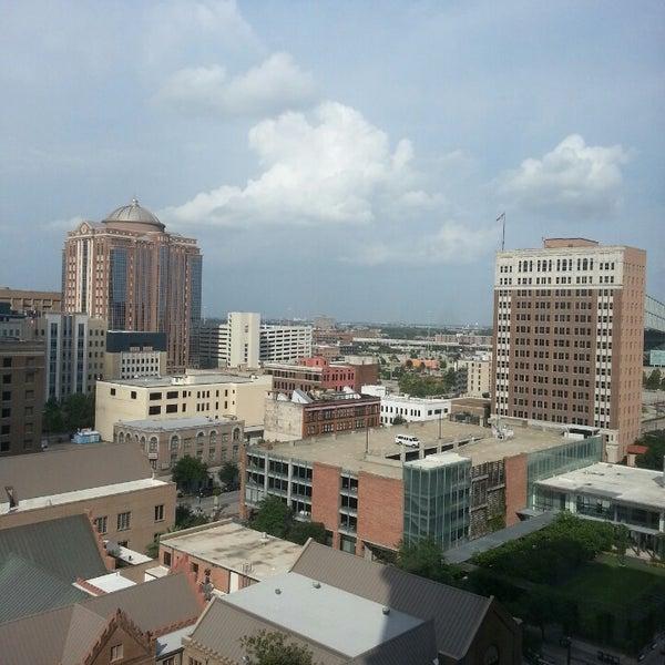 รูปภาพถ่ายที่ Magnolia Hotel โดย Arly เมื่อ 7/28/2013