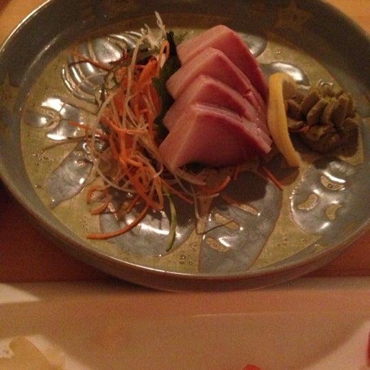Foto scattata a Sushi Tora da Kien P. il 12/5/2012