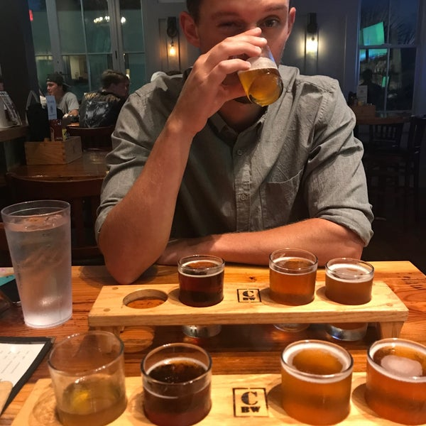 Foto tirada no(a) Charleston Beer Works por Lauren S. em 9/2/2017