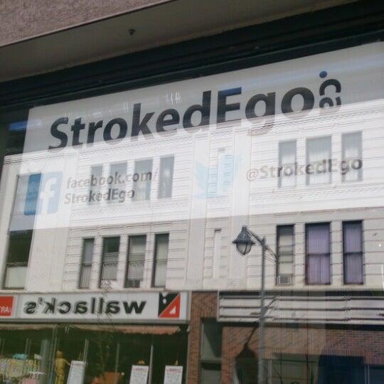 Foto tomada en Stroked Ego por Darren W. el 5/17/2013