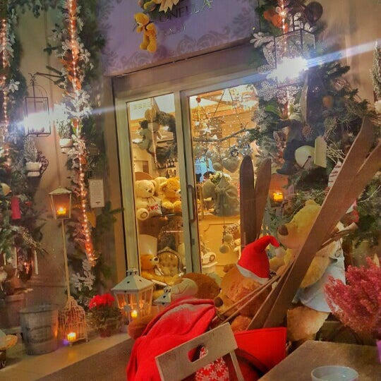 รูปภาพถ่ายที่ Antonella Dolci e Caffé โดย Katerina K. เมื่อ 12/12/2015