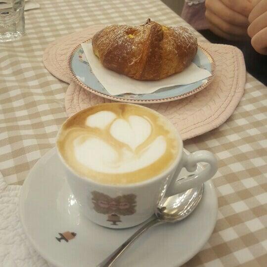 Das Foto wurde bei Antonella Dolci e Caffé von Katerina K. am 11/26/2015 aufgenommen