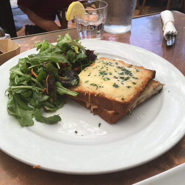 Not what was expected & highly overrated. The fried quinoa & waffles were good, the ice tea wasn't. The croque monsieur wasn't amazing either.