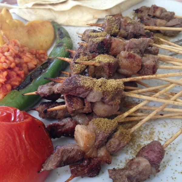 Foto diambil di Topçu Restaurant oleh Fırat Y. pada 5/23/2013