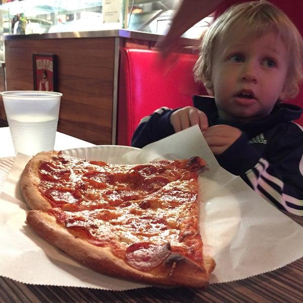 Foto diambil di Pizza on Pearl oleh Jon C. pada 2/11/2016