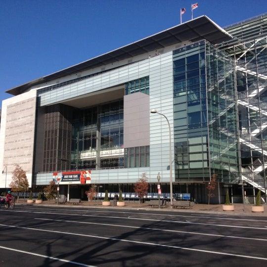 Foto scattata a Newseum da Joanna L. il 11/29/2012