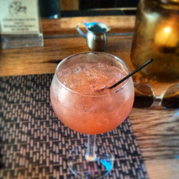 6/23/2013 tarihinde Jon H.ziyaretçi tarafından Two Door Tavern'de çekilen fotoğraf