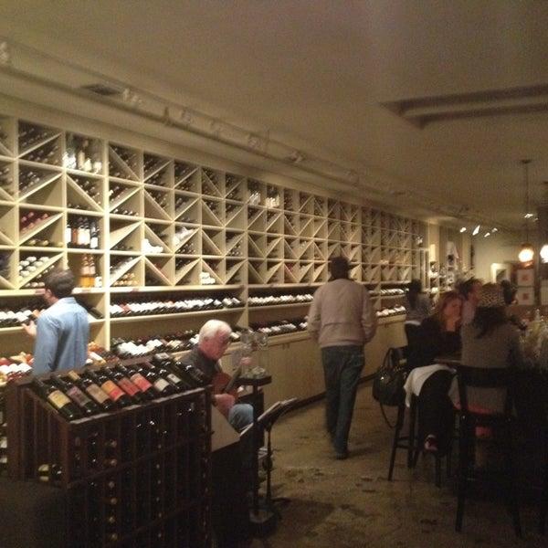 Foto scattata a Los Olivos Wine Merchant Cafe da Lisa M. il 3/3/2013