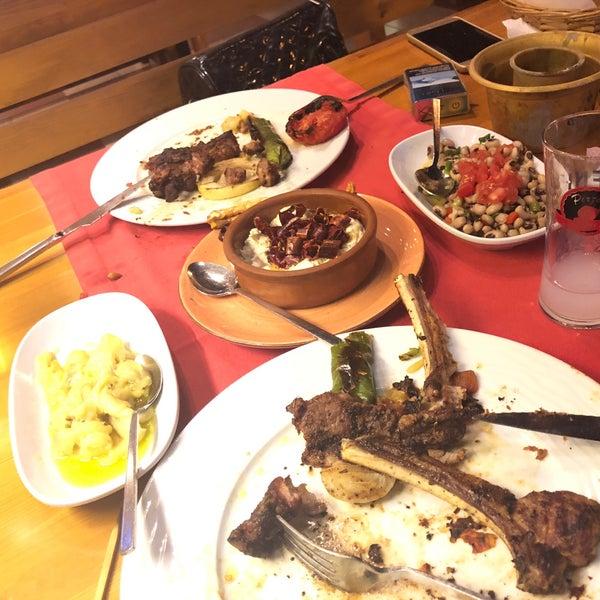 Das Foto wurde bei Pirzola Steak House von Ali Nihat Ç. am 6/12/2018 aufgenommen