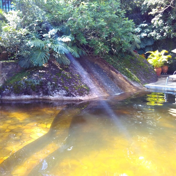 piscina de agua natural