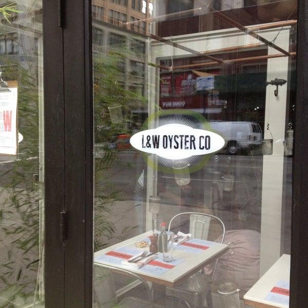 รูปภาพถ่ายที่ L&W Oyster Co. โดย Laura S. เมื่อ 7/10/2013