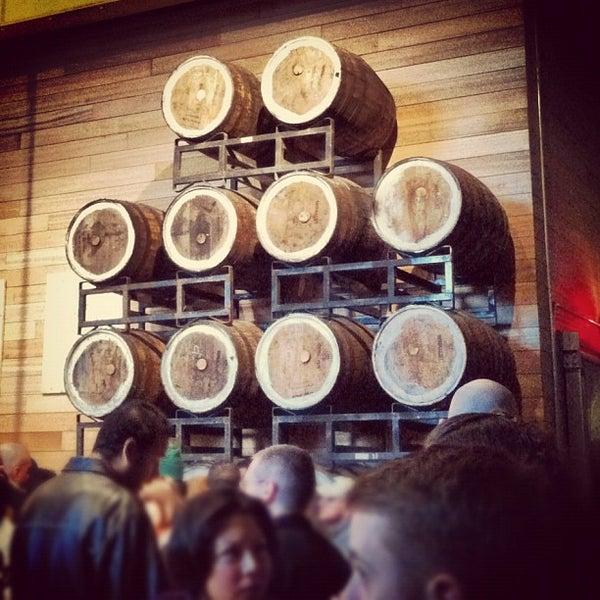 Foto tirada no(a) SingleCut Beersmiths por Brad G. em 12/8/2012