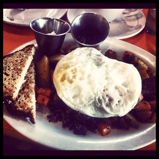 รูปภาพถ่ายที่ Jelly Cafe โดย Christie H. เมื่อ 12/6/2012