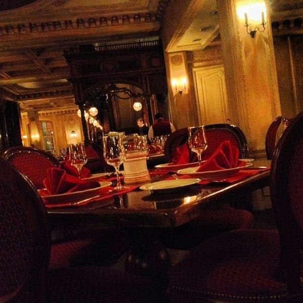 6/3/2013 tarihinde Harrison W.ziyaretçi tarafından Cafe Pushkin'de çekilen fotoğraf