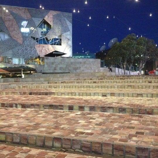 รูปภาพถ่ายที่ Federation Square โดย Aleksejs J. เมื่อ 11/21/2012