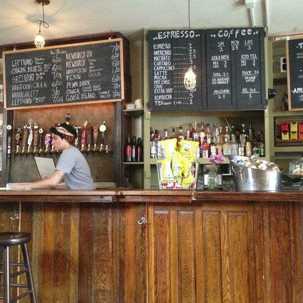 รูปภาพถ่ายที่ The West—Coffeehouse & Bar โดย Nicholas D. เมื่อ 4/11/2013