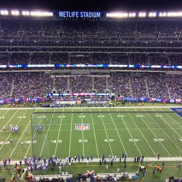 รูปภาพถ่ายที่ MetLife Stadium โดย Nimer Y. เมื่อ 10/22/2013