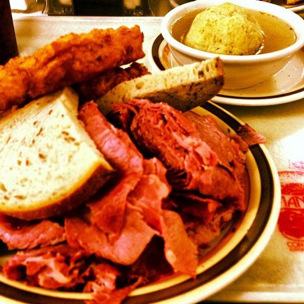 Foto diambil di Manny's Cafeteria & Delicatessen oleh Robert S. pada 12/15/2012