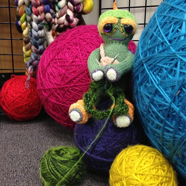 10/1/2013にAmanda K.がCloverhill Yarn Shopで撮った写真