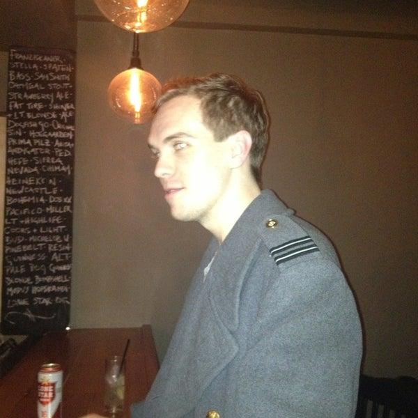 Das Foto wurde bei Dive Bar & Lounge von Justin S. am 1/23/2013 aufgenommen