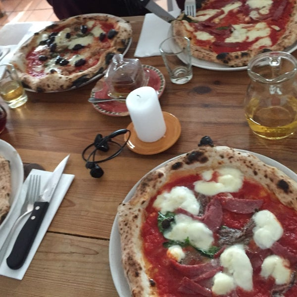 Very good service and great atmosphere. Serving real Neapolitan pizza. A bit pricy though with e.g. 4€  for extra anchovis on my pizza. After all we are still in Berlin and not Manhattan....
