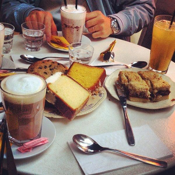 Foto tirada no(a) Mark's Deli & Coffee House por Eduardo L. em 6/30/2013