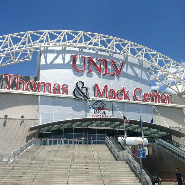 Das Foto wurde bei Thomas & Mack Center von Belinda M. am 7/15/2013 aufgenommen