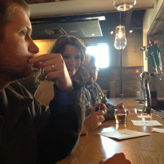 Das Foto wurde bei Exile Brewing Co. von Niki J. am 11/17/2012 aufgenommen