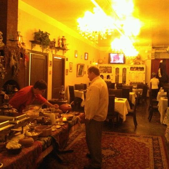 1/27/2013 tarihinde Wayne O.ziyaretçi tarafından Russian House'de çekilen fotoğraf