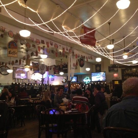 Foto tirada no(a) Jacob Wirth Restaurant por Victoriano P. em 11/4/2012