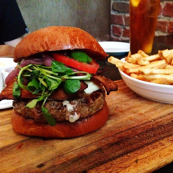รูปภาพถ่ายที่ Oola Restaurant & Bar โดย Kelly S. เมื่อ 6/21/2013