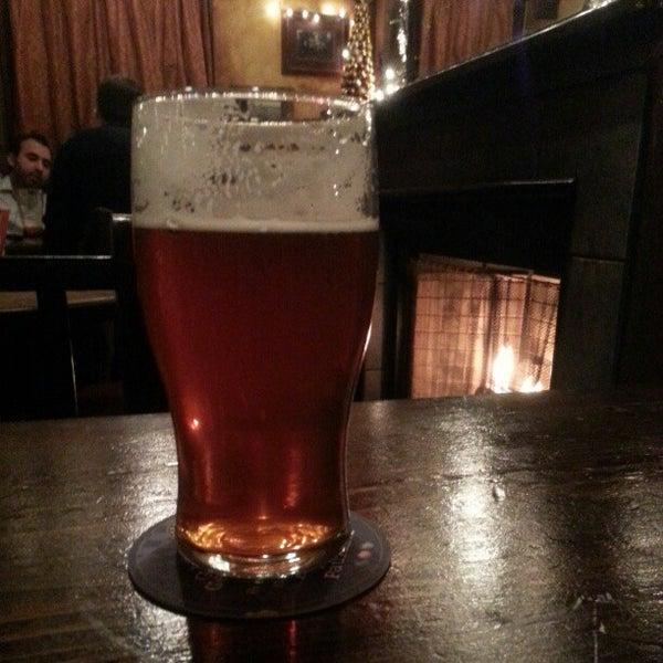 Foto tirada no(a) Tigin Irish Pub por Franklyn B. em 12/29/2012