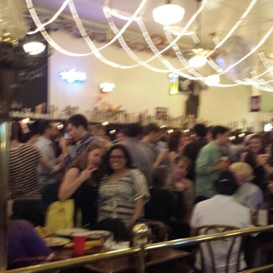 Foto tirada no(a) Jacob Wirth Restaurant por Abby F. em 5/24/2013