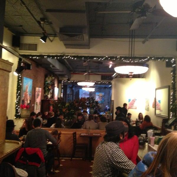 รูปภาพถ่ายที่ Cupping Room Cafe โดย John S. เมื่อ 1/4/2013