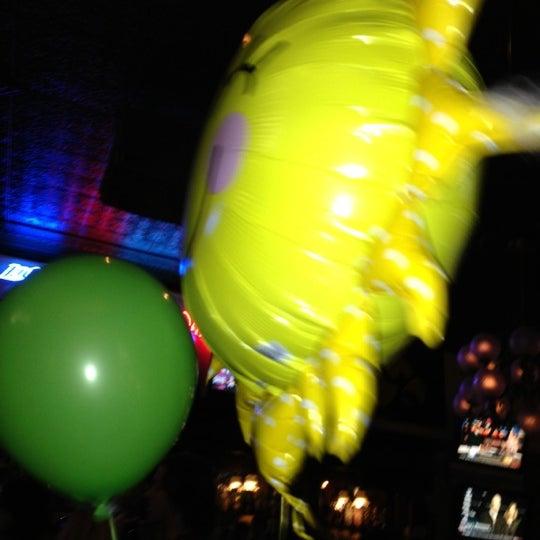Foto tirada no(a) Four Farthings Tavern & Grill por Emily G. em 11/3/2012