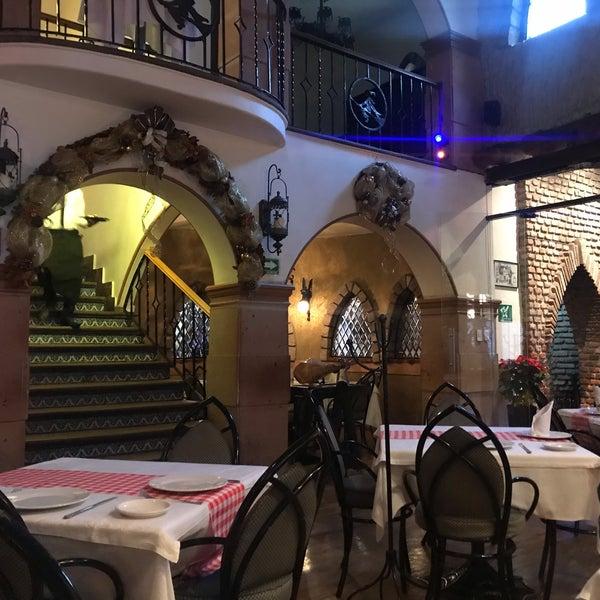 Foto scattata a Restaurante & Bar La Strega da Vane S. il 11/25/2018