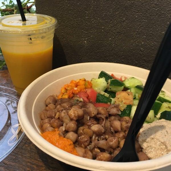 I love love loved the Chana masala bowl and the vegan mango lassi!