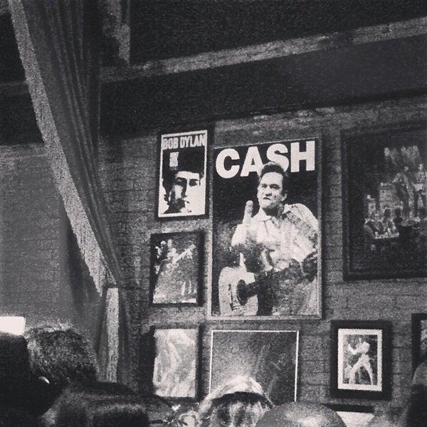 6/2/2013 tarihinde Monique C.ziyaretçi tarafından Bolshoi Pub'de çekilen fotoğraf
