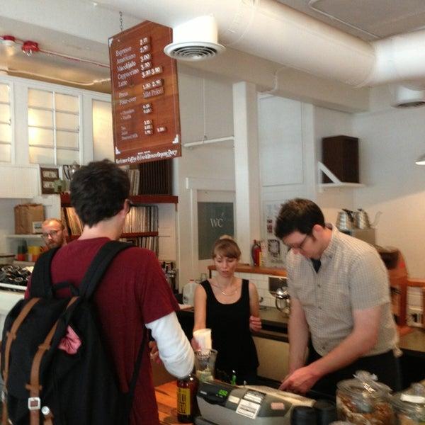 7/20/2013 tarihinde Aaron W.ziyaretçi tarafından Analog Coffee'de çekilen fotoğraf
