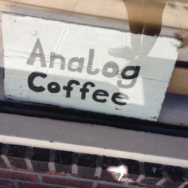 7/27/2013 tarihinde Aaron W.ziyaretçi tarafından Analog Coffee'de çekilen fotoğraf