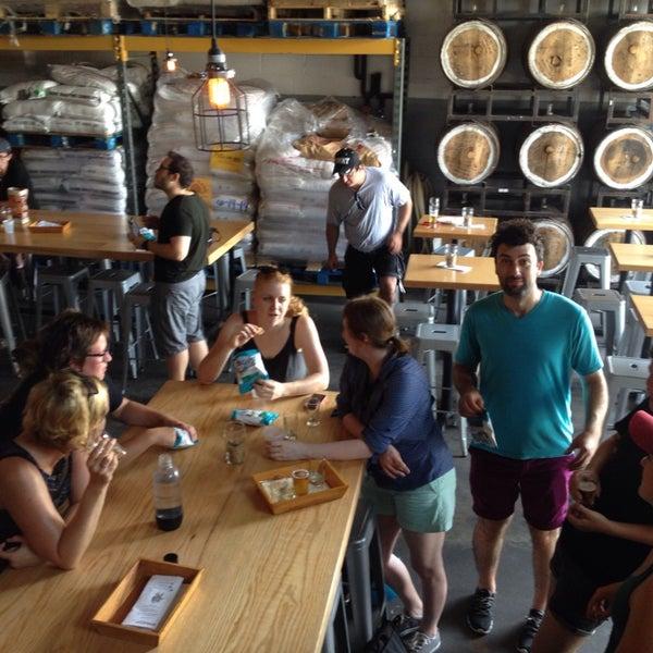 Foto tirada no(a) SingleCut Beersmiths por Benjamin H. em 9/6/2014