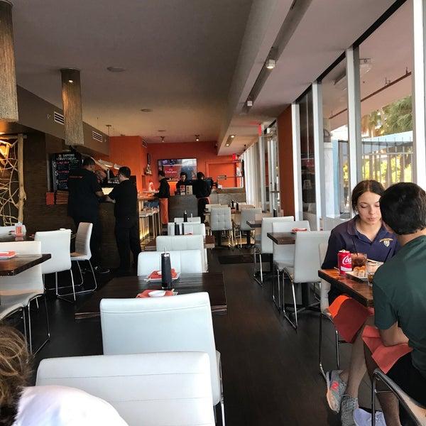 Foto tirada no(a) Obba Sushi & More por Ale R. em 5/3/2017